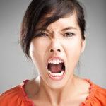 femeie-insarcinata-nervoasa